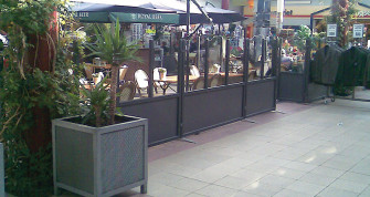 Cafeafskærmning brugt hos Cafe
